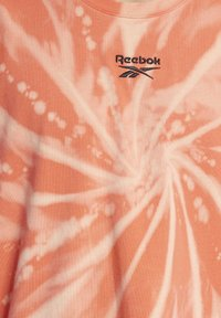 Reebok Classic - CLASSICS TIE-DYE T-SHIRT - Triko spotiskem - orange - 4
