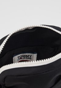 Tommy Jeans - COOL CITY MINI REPORTER - Taška spříčným popruhem - black - 4