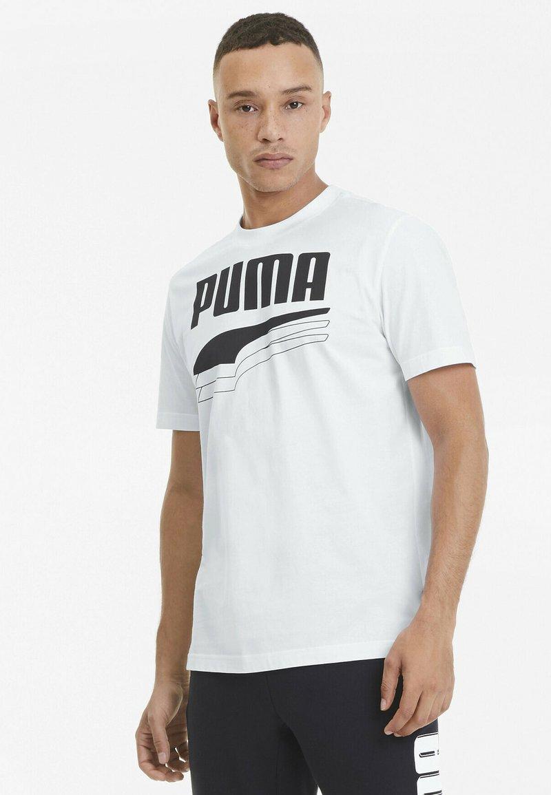 Puma - REBEL BOLD  - T-shirt con stampa - puma white/puma black