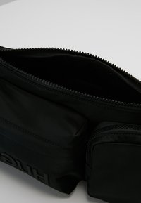 HUGO - RECORD WAIST BAG - Ledvinka - black - 4