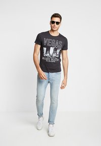 s.Oliver - Print T-shirt - charcoal - 1