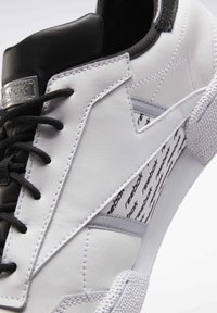 Reebok Classic - CLUB C REE:DUX SHOES - Sneaker low - white - 6