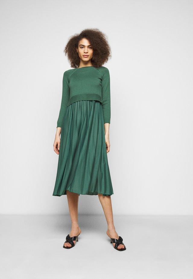 AIDONE  - Korte jurk - dunkelgruen