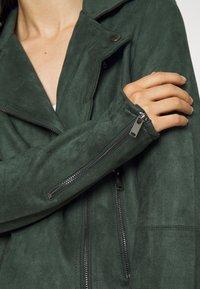 VILA PETITE - VIFADDY JACKET - Faux leather jacket - darkest spruce - 5