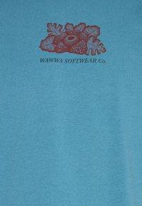 WAWWA - HARMONIA UNISEX - Print T-shirt - sky blue - 7