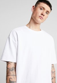 Urban Classics - Basic T-shirt - white - 4