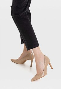 Stradivarius - MIT PRÄGUNG - High heels - brown - 0