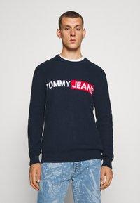 Tommy Jeans - BOLD LOGO SWEATER - Jumper - twilight navy - 0
