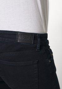 Diesel - SLANDY-LOW-ZIP - Jeans Skinny Fit - dark blue - 3