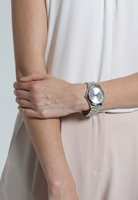 Michael Kors - SLIM RUNWAY - Watch - silver-coloured - 0