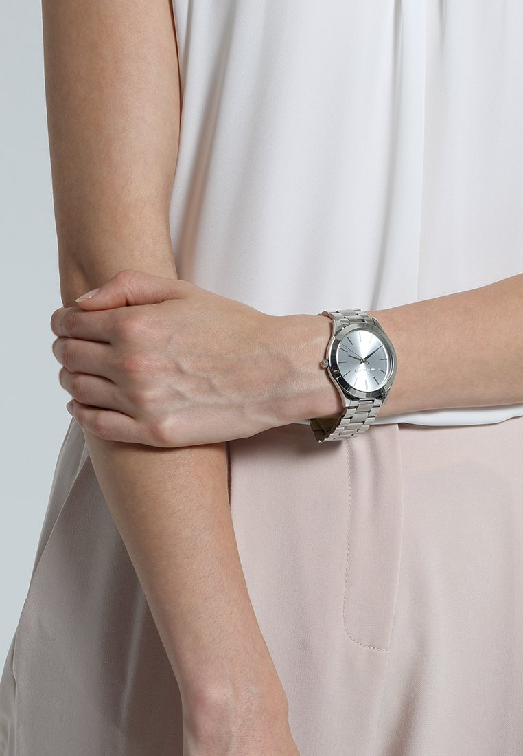 Michael Kors - SLIM RUNWAY - Watch - silver-coloured