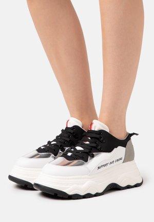 Zapatillas - pro white/ecolame silver/bioaurora white