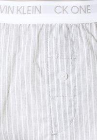 Calvin Klein Underwear - ONE LOUNGE SLEEP SHORT - Pyjama bottoms - grey - 2