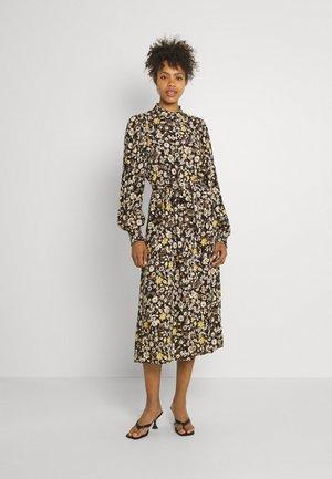 BYFIONNA DRESS  - Denní šaty - ochre mix
