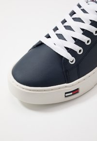 Tommy Jeans - ESSENTIAL - Matalavartiset tennarit - blue - 5