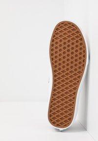 Vans - AUTHENTIC - Sneakersy niskie - multicolor/true white - 4