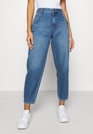 ONLTROY  LIFE CARROT - Jean boyfriend - medium blue denim