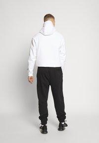 Jordan - M J JUMPMAN CLSCS LTWT PANT - Verryttelyhousut - black/gym red/white - 2