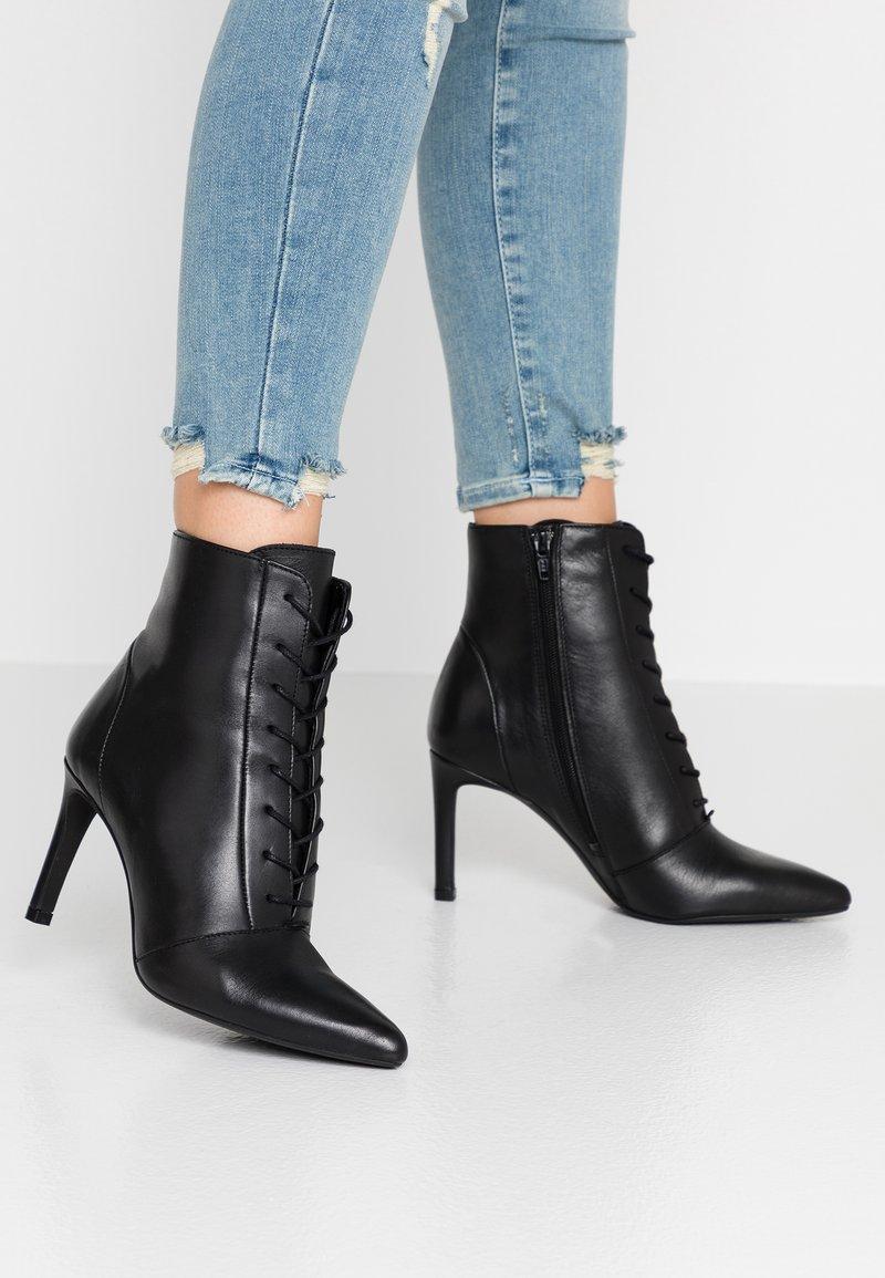 KIOMI - Kotníková obuv na vysokém podpatku - black