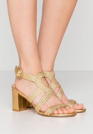 VICKY  - Sandaalit nilkkaremmillä - gold