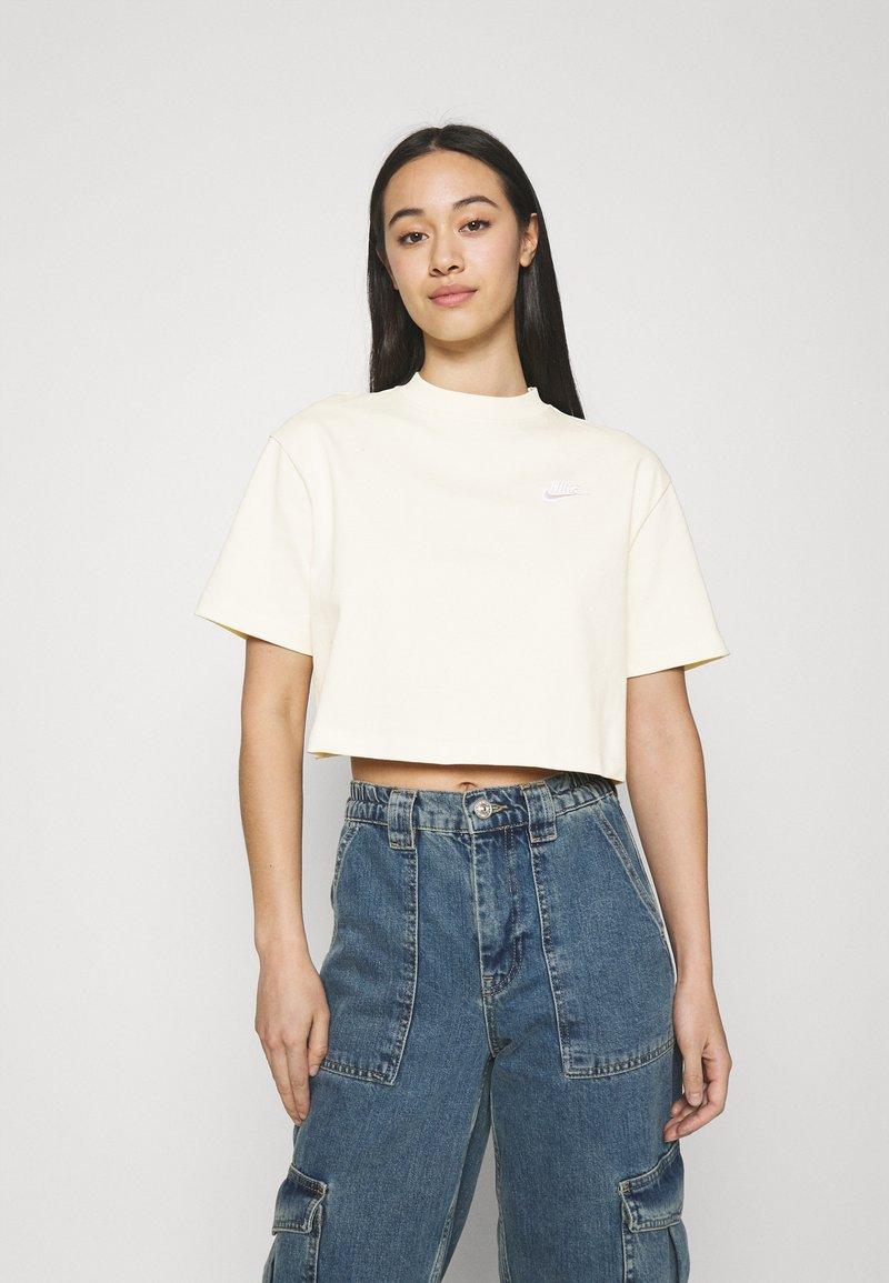 Nike Sportswear - Camiseta básica - coconut milk