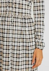 Miss Selfridge - CHECK SMOCK DRESS - Hverdagskjoler - black/white - 6
