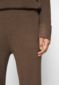 Lounge Nine - CELESTINA PANTS - Bukse - chocolate chip - 4