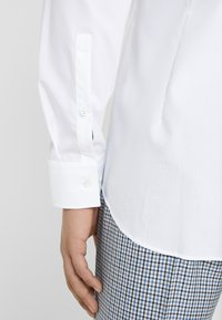 HUGO - KERY SLIM FIT - Formal shirt - open white - 6