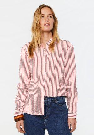 WE FASHION DAMENBLUSE MIT EINGEARBEITETEM MUSTER - Button-down blouse - red/white
