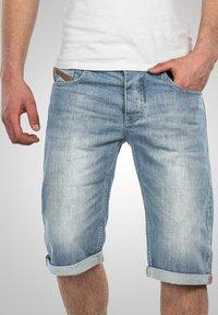 Alessandro Salvarini - Denim shorts - hellblau - 3