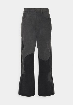 YIN AND YANG CUT AND SEW - Relaxed fit -farkut - black