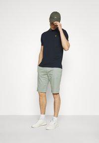 TOM TAILOR DENIM - Shorts - greyish shadow olive - 1