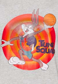 Outerstuff - NBA BUGS BUNNY SPACE JAM 2 TUNE SQUAD NAME & NUMBER TEE - Club wear - grey - 5