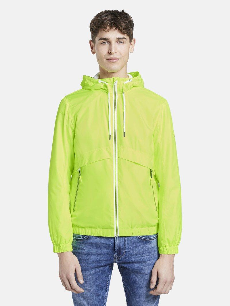 TOM TAILOR DENIM - JACKEN & JACKETS LEICHTE JACKE - Light jacket - neon green