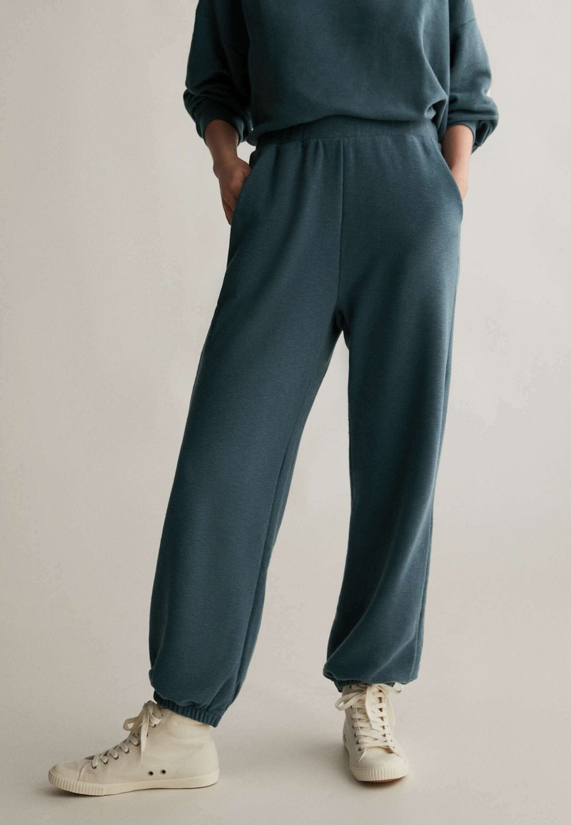 OYSHO - Tracksuit bottoms - dark blue