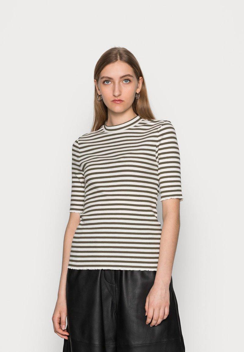 Selected Femme - ANNA CREW NECK TEE  - Print T-shirt - kalamata
