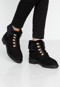 Miss Selfridge Wide Fit - WIDE FIT BOSTON EX HIKER BOOT - Lace-up ankle boots - black - 0