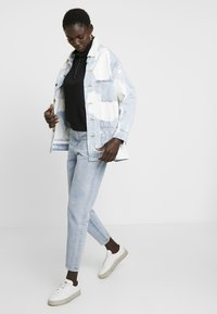 Object Tall - OBJMANDY MOM - Jeans Relaxed Fit - light blue denim - 1