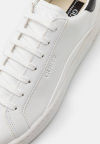 Guess - VERONA - Trainers - white - 5