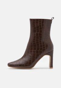 HURSTON - Kotníkové boty - chocolate