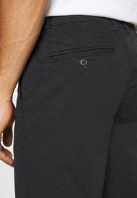 Selected Homme - SLHSTRAIGHT NEWPARIS FLEX PANTS - Chinos - black - 4