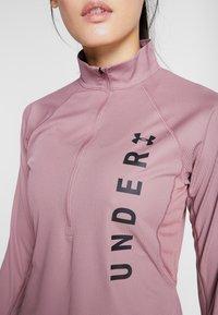 Under Armour - SPEED STRIDE SPLIT WORDMARK HALF ZIP - Sports shirt - hushed pink/black - 5