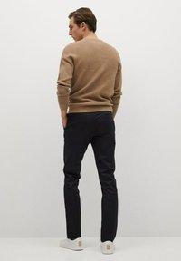 Mango - DUBLIN - Chino kalhoty - schwarz - 2