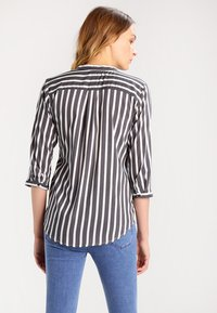 Vero Moda - ERIKA - Blouse - black/snow - 2
