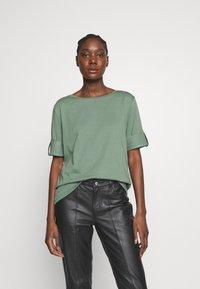 Esprit - TEXTURE - T-shirts med print - khaki green - 0