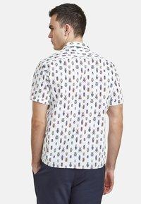 NEW IN TOWN - MIT INSEKTENPRINT - Shirt - white - 2
