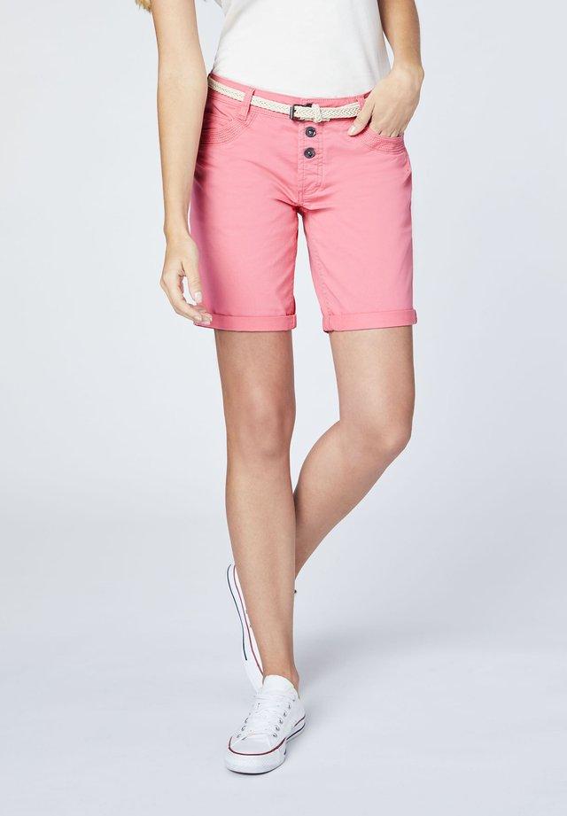 MIT GÜRTEL - Shorts - strawb. pink