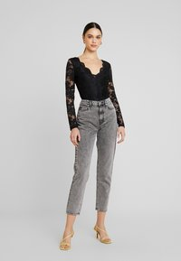 Gina Tricot - DAGNY HIGHWAIST - Relaxed fit jeans - black snow - 1