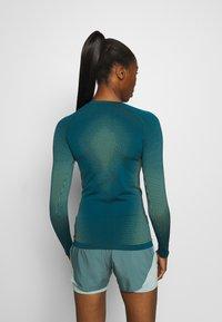ODLO - CREW NECK PERFORMANCE WARM - Sports shirt - submerged - 2
