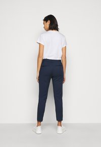 Vero Moda Petite - VMVICTORIA ANTIFIT ANKLE PANTS  - Trousers - navy - 2